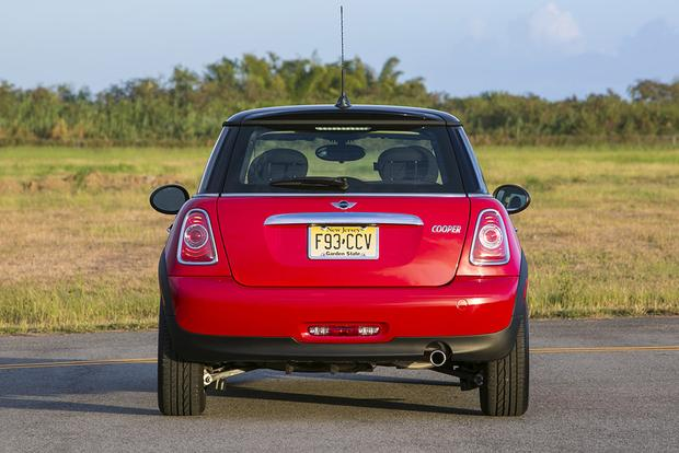2013 vs. 2014 Mini Cooper Hardtop: What's the Difference? featured image large thumb4
