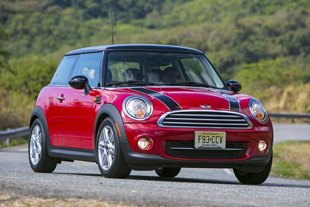 2013 vs. 2014 Mini Cooper Hardtop: What's the Difference? featured image large thumb6