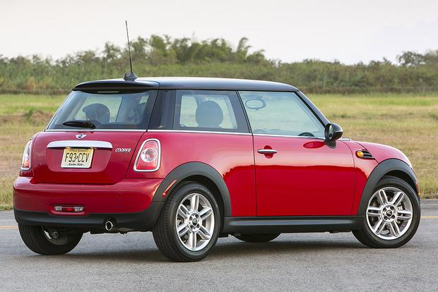 2013 vs. 2014 Mini Cooper Hardtop: What's the Difference? featured image large thumb8