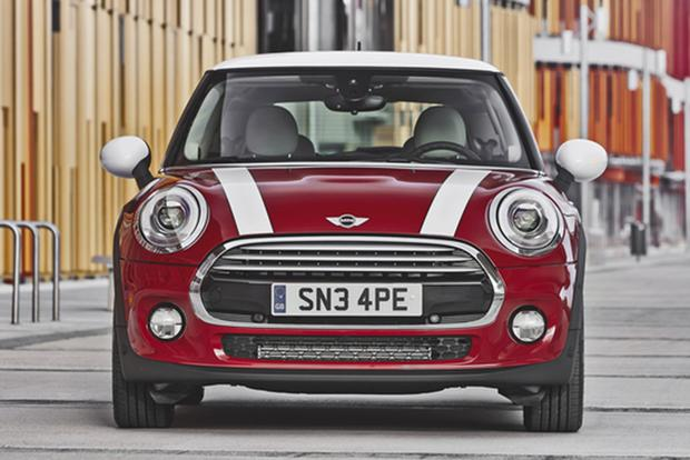 2013 vs. 2014 Mini Cooper Hardtop: What's the Difference? featured image large thumb3