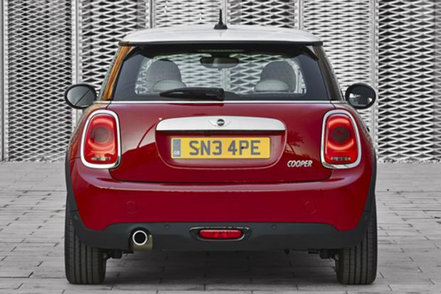 2013 vs. 2014 Mini Cooper Hardtop: What's the Difference? featured image large thumb5