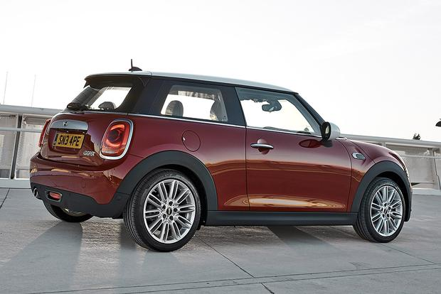 2013 vs. 2014 Mini Cooper Hardtop: What's the Difference? featured image large thumb9