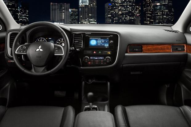 2014 Mitsubishi Outlander: New Car Review Featured Image Large Thumb6