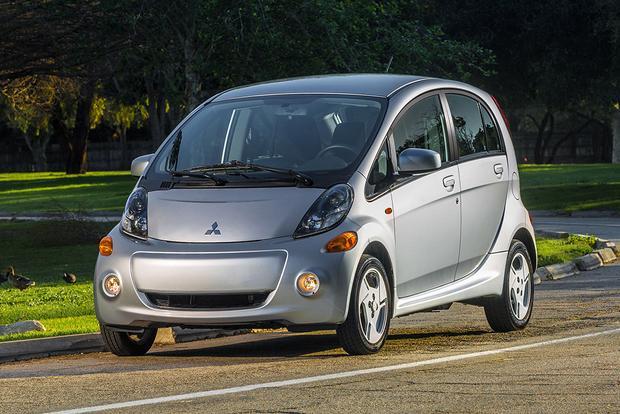 2017 Mitsubishi i-MiEV: New Car Review
