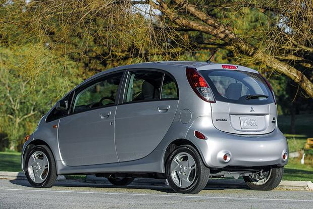 2017 Mitsubishi i-MiEV: New Car Review featured image large thumb1