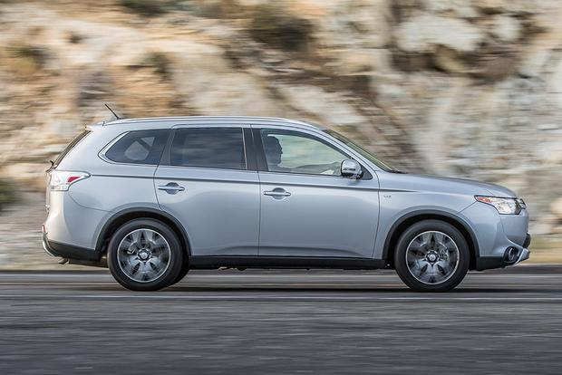 2015 Mitsubishi Outlander: New Car Review featured image large thumb5