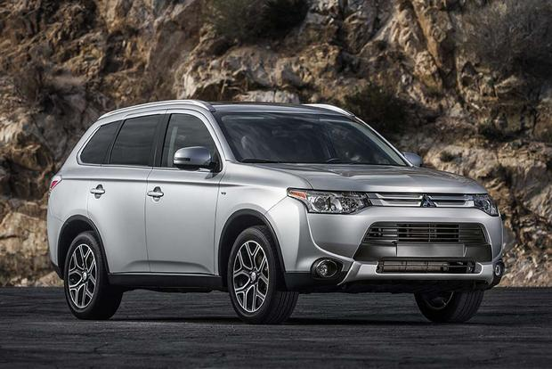 2015 vs. 2016 Mitsubishi Outlander: What's the Difference? featured image large thumb11
