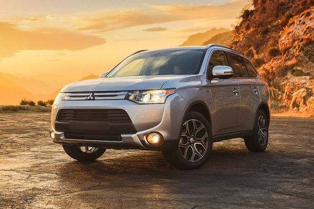 2015 vs. 2016 Mitsubishi Outlander: What's the Difference? featured image large thumb9