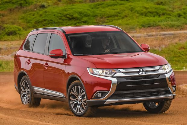 2015 vs. 2016 Mitsubishi Outlander: What's the Difference? featured image large thumb0