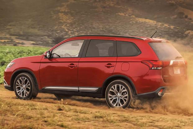 2015 vs. 2016 Mitsubishi Outlander: What's the Difference? featured image large thumb6