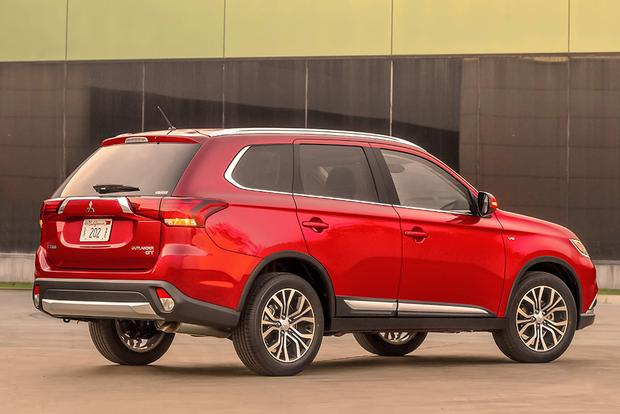 2015 vs. 2016 Mitsubishi Outlander: What's the Difference? featured image large thumb8