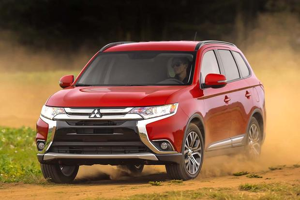 2015 vs. 2016 Mitsubishi Outlander: What's the Difference? featured image large thumb10