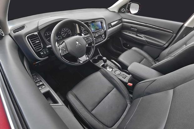 2016 Mitsubishi Outlander: New Car Review featured image large thumb7