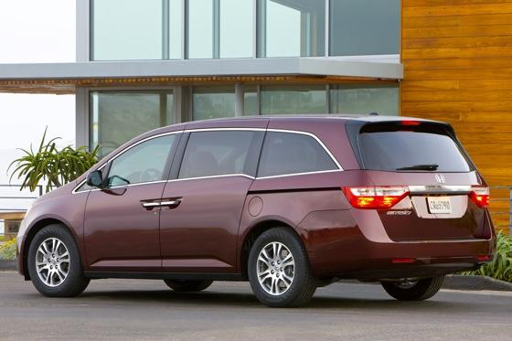 2011 Honda Odyssey - New Car Review featured image large thumb4