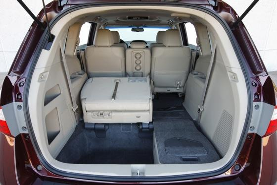 2011 Honda Odyssey - New Car Review featured image large thumb11