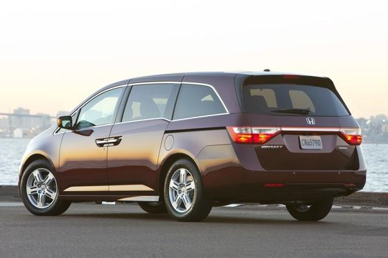 2011 Honda Odyssey - New Car Review featured image large thumb3