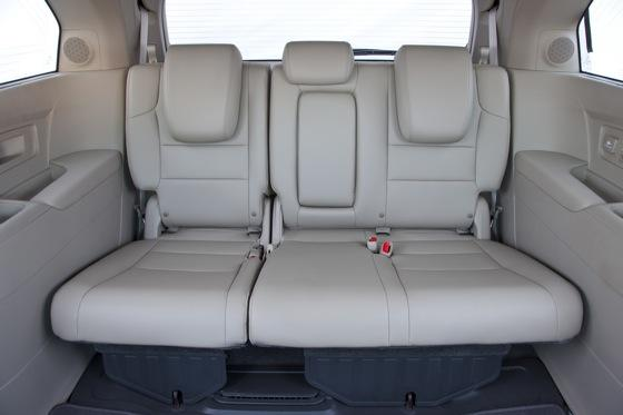 2011 Honda Odyssey - New Car Review featured image large thumb12
