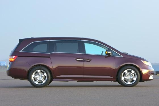 2011 Honda Odyssey - New Car Review featured image large thumb1