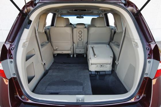 2011 Honda Odyssey - New Car Review featured image large thumb10