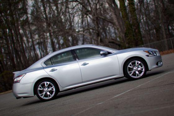 2012 Nissan Maxima: Real-World Test featured image large thumb6