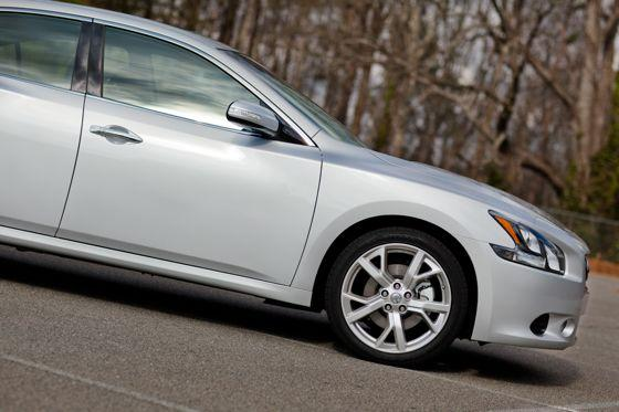 2012 Nissan Maxima: Real-World Test featured image large thumb8