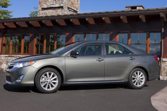 2012 Toyota Camry Hybrid: New Car Review featured image large thumb0