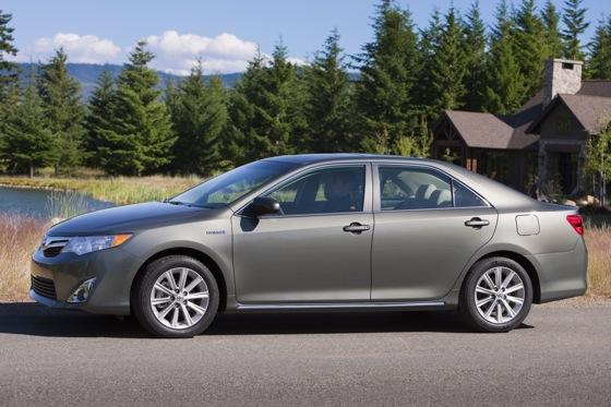 2012 Toyota Camry Hybrid: New Car Review featured image large thumb2