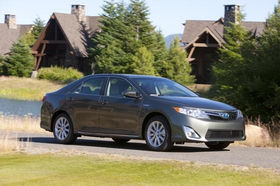 2012 Toyota Camry Hybrid: New Car Review featured image large thumb5
