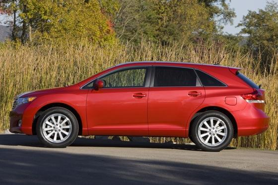 New Car Review: 2011 Toyota Venza featured image large thumb5