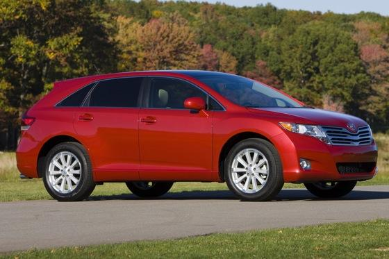 New Car Review: 2011 Toyota Venza featured image large thumb6