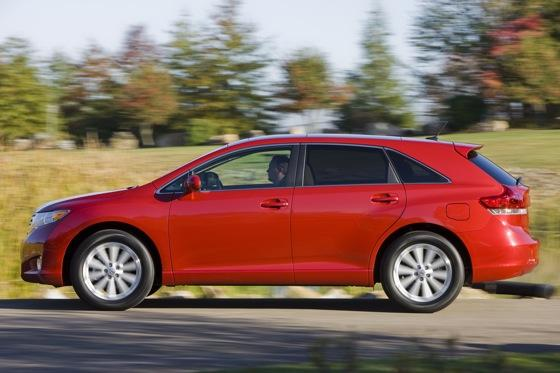 New Car Review: 2011 Toyota Venza featured image large thumb8