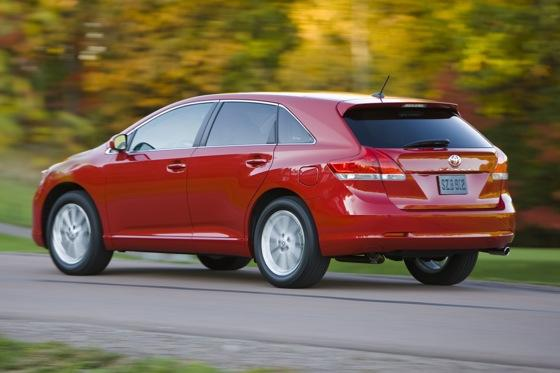 New Car Review: 2011 Toyota Venza featured image large thumb12