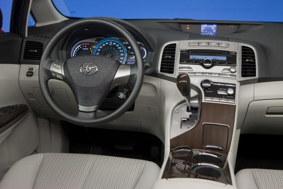 New Car Review: 2011 Toyota Venza featured image large thumb15