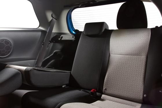 2012 Toyota Yaris SE: Real-World Review featured image large thumb12