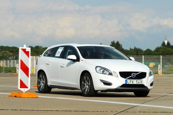 Volvo V60 PHEV: First Drive featured image large thumb0
