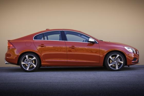 2012 Volvo S60 T6 R-Design - New Car Review featured image large thumb3