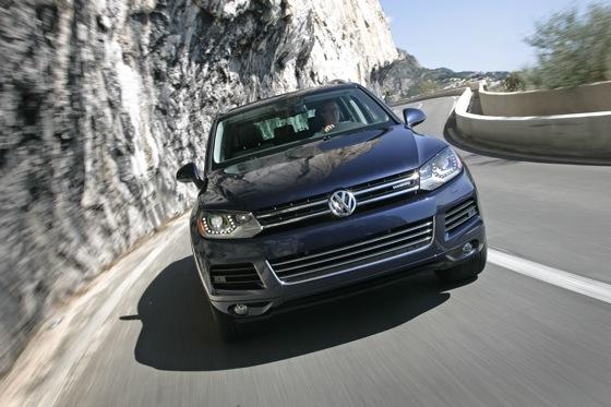 2011 Volkswagen Touareg Hybrid - New Car Review featured image large thumb3