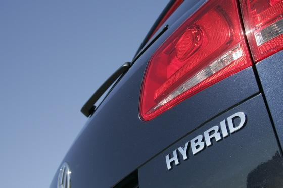 2011 Volkswagen Touareg Hybrid - New Car Review featured image large thumb7