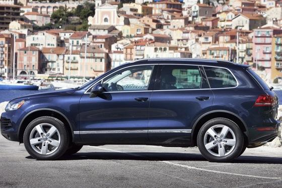 2011 Volkswagen Touareg Hybrid - New Car Review featured image large thumb1