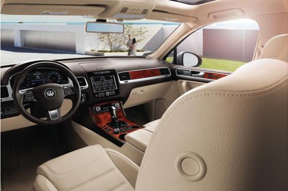 2011 Volkswagen Touareg Hybrid - New Car Review featured image large thumb9