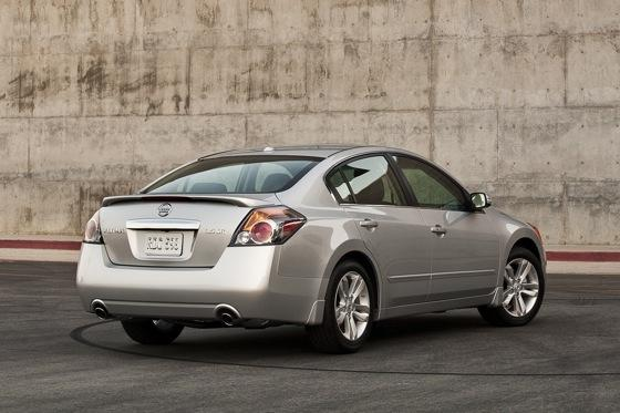 2012 Nissan Altima: New Car Review featured image large thumb1