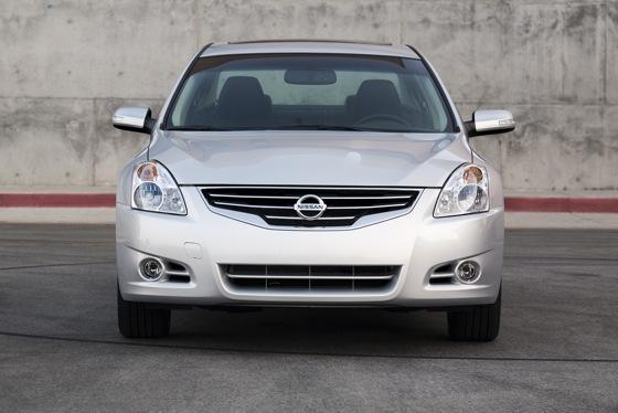 2012 Nissan Altima: New Car Review featured image large thumb3