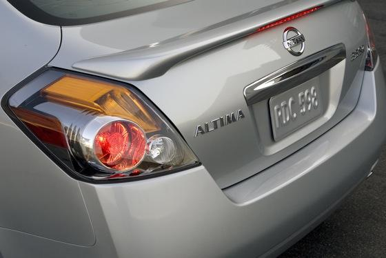 2012 Nissan Altima: New Car Review featured image large thumb8
