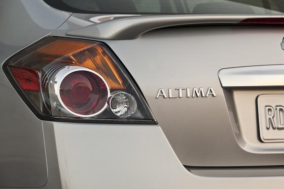 2012 Nissan Altima: New Car Review featured image large thumb10