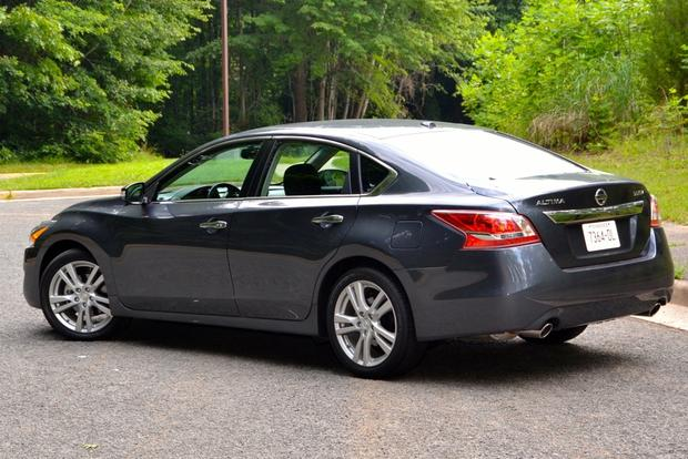 2013 Nissan Altima: New Car Review featured image large thumb3