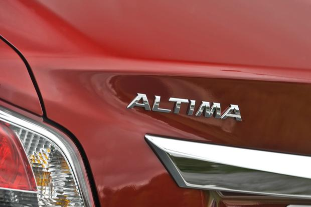 2015 Nissan Altima: New Car Review featured image large thumb4