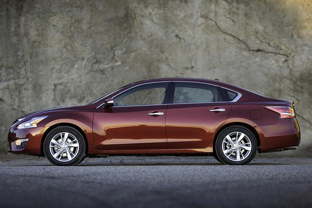 2015 Nissan Altima: Used Car Review Featured Image Large Thumb3