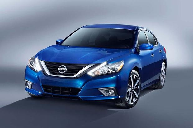 2016 Nissan Altima What S The Difference Autotrader