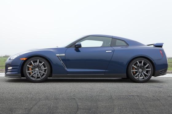 2012 Nissan GT-R: New Car Review featured image large thumb6