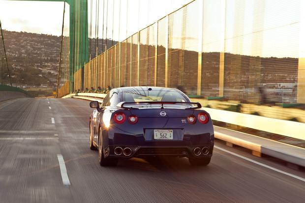 2013 Nissan GT-R: OEM Image Gallery featured image large thumb3